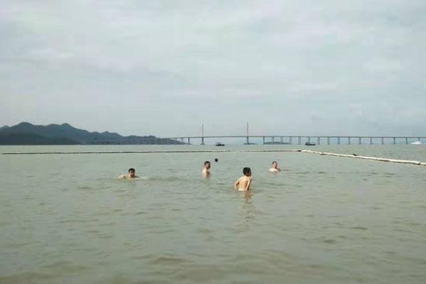 团建 游泳.jpg
